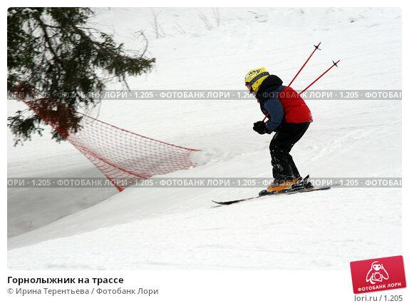 Горнолыжник на трассе, эксклюзивное фото № 1205, снято 22 февраля 2006 г. (c) Ирина Терентьева / Фотобанк Лори