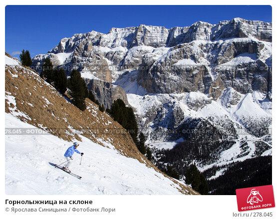 Горнолыжница на склоне, фото № 278045, снято 13 марта 2008 г. (c) Ярослава Синицына / Фотобанк Лори