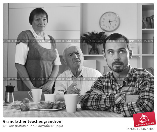 Купить «Grandfather teaches grandson», фото № 27075409, снято 12 декабря 2017 г. (c) Яков Филимонов / Фотобанк Лори