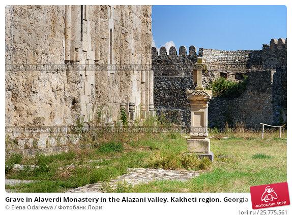 Купить «Grave in Alaverdi Monastery in the Alazani valley. Kakheti region. Georgia», фото № 25775561, снято 18 сентября 2016 г. (c) Elena Odareeva / Фотобанк Лори