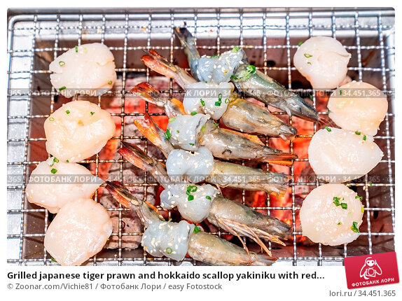 Grilled japanese tiger prawn and hokkaido scallop yakiniku with red... Стоковое фото, фотограф Zoonar.com/Vichie81 / easy Fotostock / Фотобанк Лори