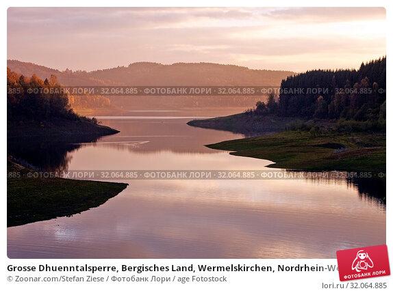 Grosse Dhuenntalsperre, Bergisches Land, Wermelskirchen, Nordrhein-Westfalen, Deutschland, Europa. Стоковое фото, фотограф Zoonar.com/Stefan Ziese / age Fotostock / Фотобанк Лори
