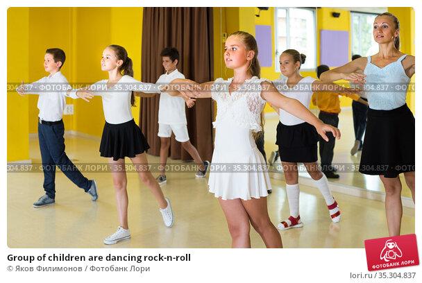 Group of children are dancing rock-n-roll. Стоковое фото, фотограф Яков Филимонов / Фотобанк Лори