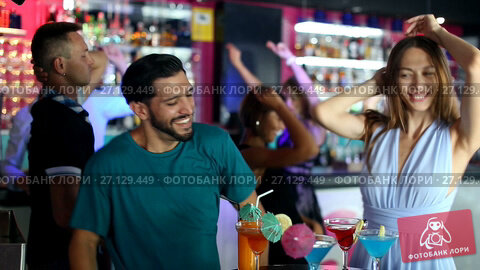 Купить «Group of smiling people clubbing in the night club with drinks», видеоролик № 27129449, снято 11 августа 2017 г. (c) Яков Филимонов / Фотобанк Лори