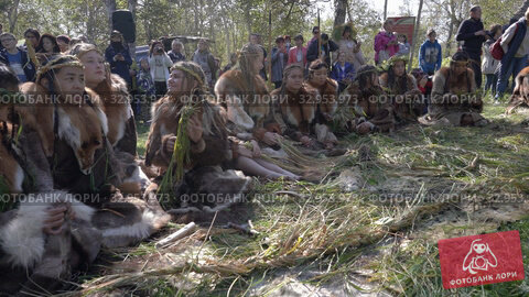 Group woman in traditional clothing indigenous people of Kamchatka Peninsula during Itelmens national ritual festival of thanksgiving nature Alhalalalay (2019 год). Редакционное видео, видеограф А. А. Пирагис / Фотобанк Лори
