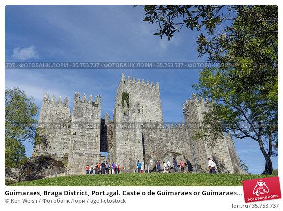 Guimaraes, Braga District, Portugal. Castelo de Guimaraes or Guimaraes... Стоковое фото, фотограф Ken Welsh / age Fotostock / Фотобанк Лори