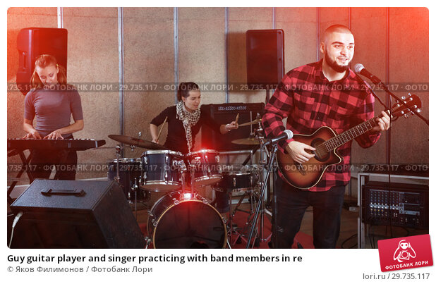 Купить «Guy guitar player and singer practicing with band members in re», фото № 29735117, снято 26 октября 2018 г. (c) Яков Филимонов / Фотобанк Лори