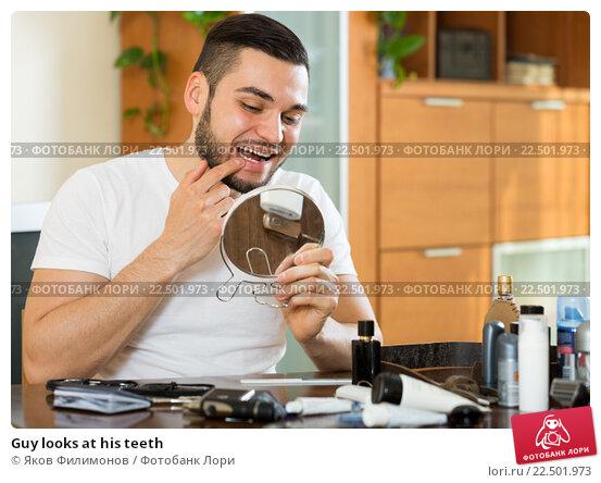 Купить «Guy looks at his teeth», фото № 22501973, снято 22 ноября 2017 г. (c) Яков Филимонов / Фотобанк Лори