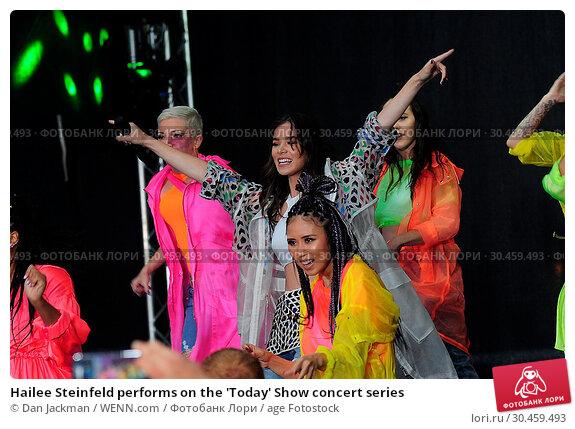 Hailee Steinfeld performs on the 'Today' Show concert series (2017 год). Редакционное фото, фотограф Dan Jackman / WENN.com / age Fotostock / Фотобанк Лори