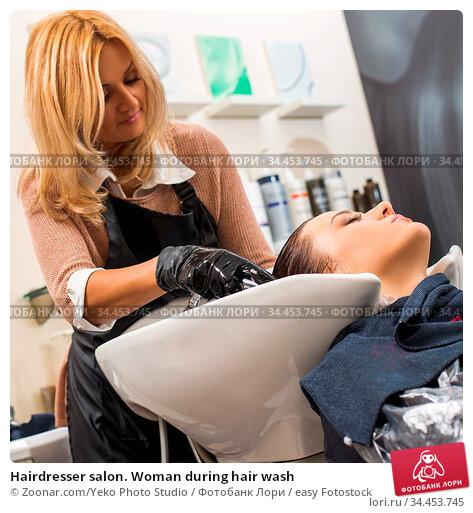 Hairdresser salon. Woman during hair wash. Стоковое фото, фотограф Zoonar.com/Yeko Photo Studio / easy Fotostock / Фотобанк Лори