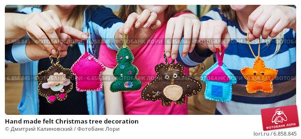 Купить «Hand made felt Christmas tree decoration», фото № 6858845, снято 20 декабря 2014 г. (c) Дмитрий Калиновский / Фотобанк Лори