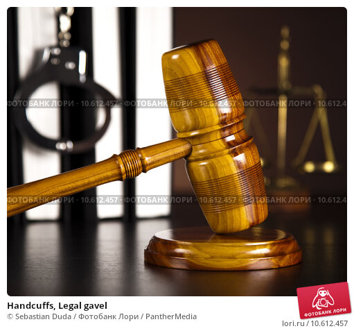 Handcuffs, Legal gavel . Стоковое фото, фотограф Sebastian Duda / PantherMedia / Фотобанк Лори
