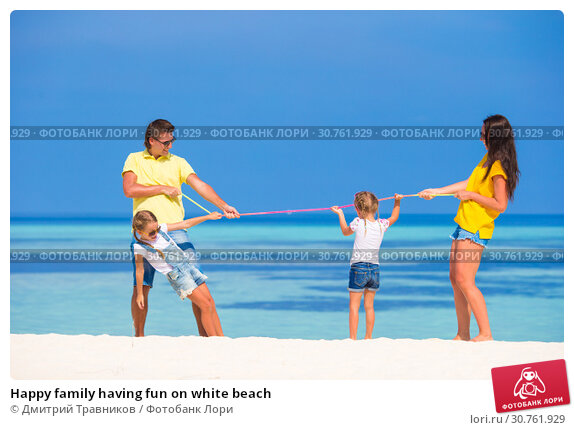 Купить «Happy family having fun on white beach», фото № 30761929, снято 5 апреля 2015 г. (c) Дмитрий Травников / Фотобанк Лори