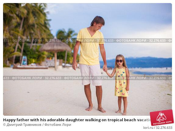 Купить «Happy father with his adorable daughter walking on tropical beach vacation», фото № 32276633, снято 10 мая 2013 г. (c) Дмитрий Травников / Фотобанк Лори