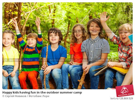 Купить «Happy kids having fun in the outdoor summer camp», фото № 28869529, снято 9 мая 2016 г. (c) Сергей Новиков / Фотобанк Лори