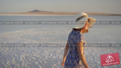 Купить «happy smiling girl enjoying a sunset, dancing and laughs on expanse of salt lake», видеоролик № 29364277, снято 28 октября 2018 г. (c) Ирина Мойсеева / Фотобанк Лори