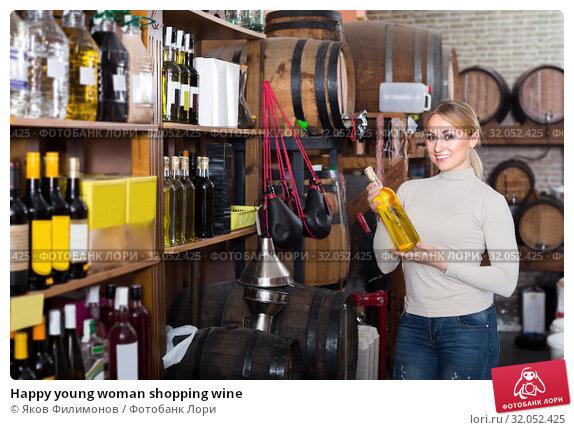 Happy young woman shopping wine. Стоковое фото, фотограф Яков Филимонов / Фотобанк Лори