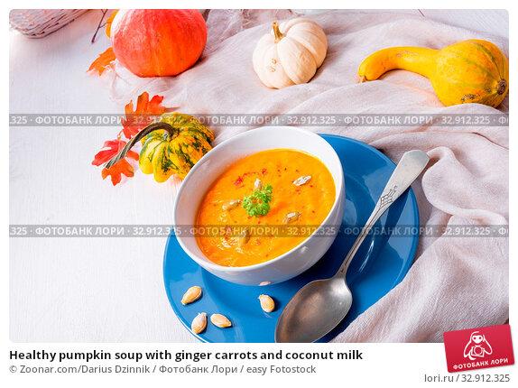 Healthy pumpkin soup with ginger carrots and coconut milk. Стоковое фото, фотограф Zoonar.com/Darius Dzinnik / easy Fotostock / Фотобанк Лори