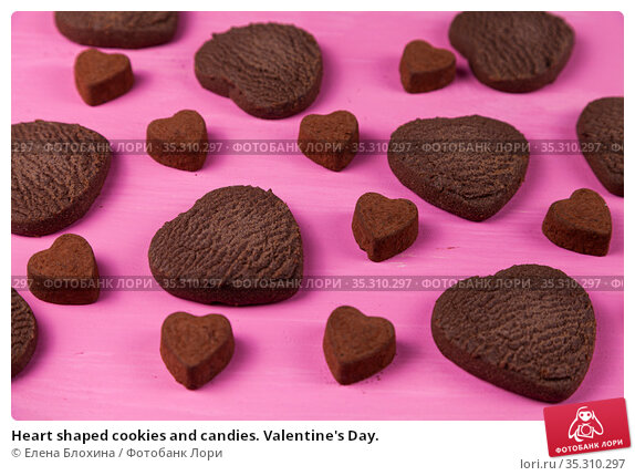 Heart shaped cookies and candies. Valentine's Day. Стоковое фото, фотограф Елена Блохина / Фотобанк Лори
