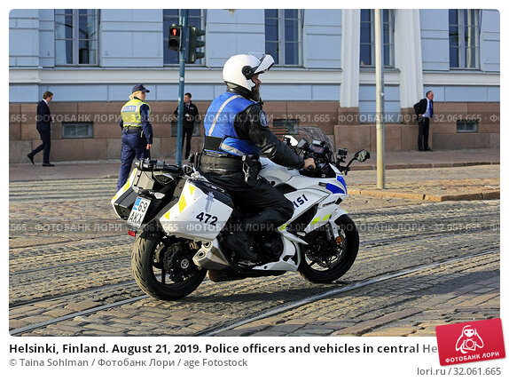 Helsinki, Finland. August 21, 2019. Police officers and vehicles in central Helsinki on the day of Russian President Vladimir Putin's visit. Credit: Taina Sohlman/agefotostock. Редакционное фото, фотограф Taina Sohlman / age Fotostock / Фотобанк Лори