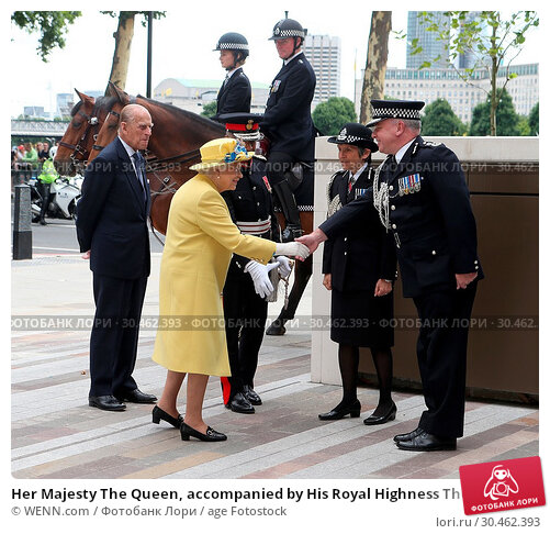 Her Majesty The Queen, accompanied by His Royal Highness The Duke... (2017 год). Редакционное фото, фотограф WENN.com / age Fotostock / Фотобанк Лори