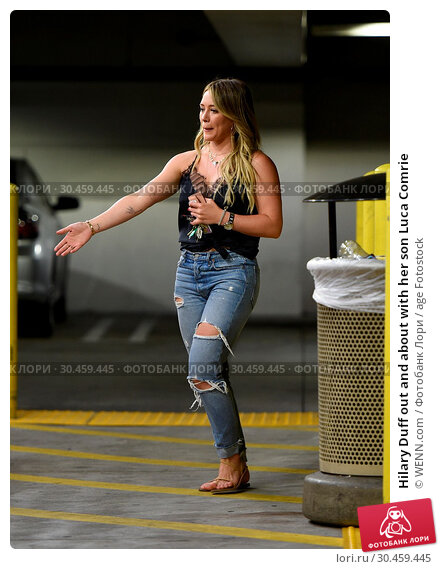 Hilary Duff out and about with her son Luca Comrie (2017 год). Редакционное фото, фотограф WENN.com / age Fotostock / Фотобанк Лори