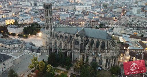 Купить «Historical aerial view of Limoges Cathedral illuminated at dusk, France», видеоролик № 30385981, снято 26 октября 2018 г. (c) Яков Филимонов / Фотобанк Лори