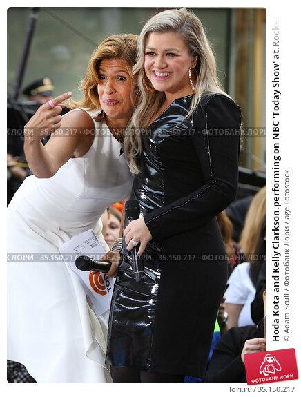 Hoda Kota and Kelly Clarkson.performing on NBC 'Today Show' at.Rockefeller... (2018 год). Редакционное фото, фотограф Adam Scull / age Fotostock / Фотобанк Лори
