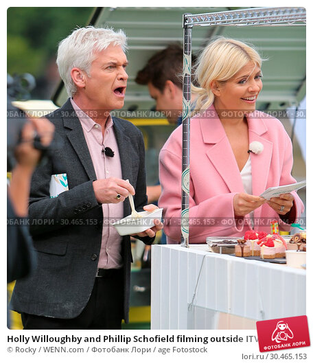 Holly Willoughby and Phillip Schofield filming outside ITV Studios (2017 год). Редакционное фото, фотограф Rocky / WENN.com / age Fotostock / Фотобанк Лори
