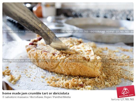 Купить «home made jam crumble tart or sbriciolata», фото № 27785765, снято 16 октября 2018 г. (c) PantherMedia / Фотобанк Лори