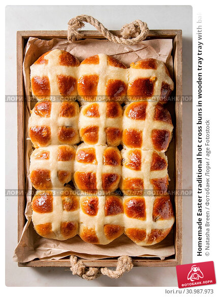Купить «Homemade Easter traditional hot cross buns in wooden tray tray with baking paper over white marble background. Top view, space», фото № 30987973, снято 22 июля 2019 г. (c) age Fotostock / Фотобанк Лори