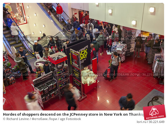 Купить «Hordes of shoppers descend on the JCPenney store in New York on Thanksgiving Day, Thursday, November 22, 2018. JCPenney opened at 2PM to accommodate the bargain hunters.», фото № 30221649, снято 22 ноября 2018 г. (c) age Fotostock / Фотобанк Лори