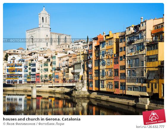Купить «houses and church in Gerona. Catalonia», фото № 26632777, снято 18 октября 2018 г. (c) Яков Филимонов / Фотобанк Лори