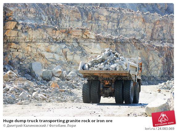 Купить «Huge dump truck transporting granite rock or iron ore», фото № 24083069, снято 8 сентября 2016 г. (c) Дмитрий Калиновский / Фотобанк Лори