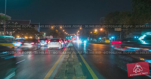 Купить «Hyperlapse of night city traffic on street intersection. Timelapse of cars and motorbikes movement.», видеоролик № 30949893, снято 1 декабря 2018 г. (c) Александр Маркин / Фотобанк Лори