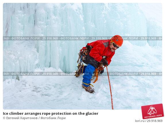 Купить «Ice climber arranges rope protection on the glacier», фото № 29918969, снято 2 февраля 2019 г. (c) Евгений Харитонов / Фотобанк Лори