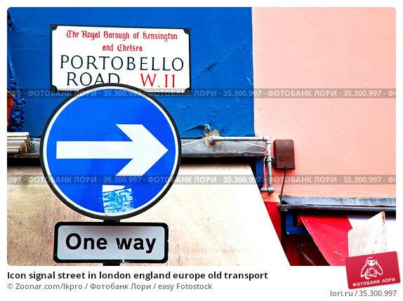 Icon signal street in london england europe old transport. Стоковое фото, фотограф Zoonar.com/lkpro / easy Fotostock / Фотобанк Лори