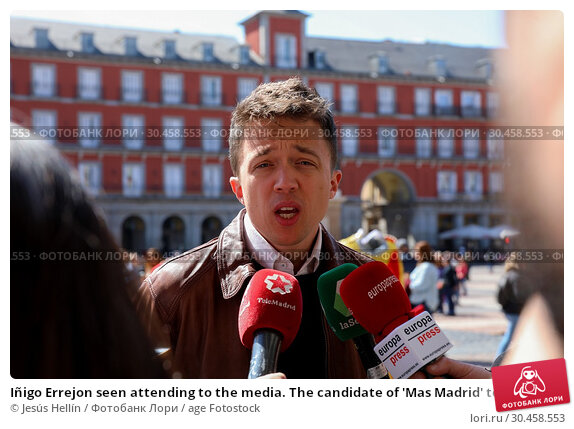 Iñigo Errejon seen attending to the media. The candidate of 'Mas Madrid' to the Community, Iñigo Errejon, visits the exhibition 'Madrid, how good you are!' from photographer Javier Marquerie. (2019 год). Редакционное фото, фотограф Jesús Hellín / age Fotostock / Фотобанк Лори