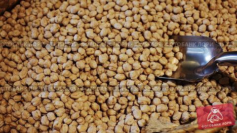 Image of healthy food dry chickpeas in store, nobody. Стоковое видео, видеограф Яков Филимонов / Фотобанк Лори