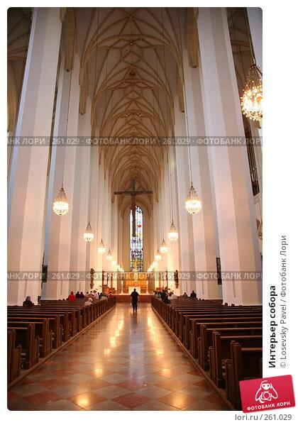 Купить «Интерьер собора», фото № 261029, снято 24 марта 2018 г. (c) Losevsky Pavel / Фотобанк Лори
