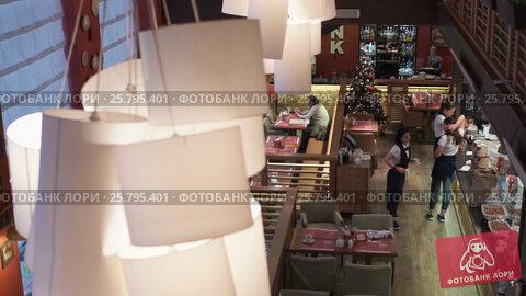 Italian restaurant indoors, видеоролик № 25795401, снято 17 марта 2016 г. (c) Алексей Макаров / Фотобанк Лори