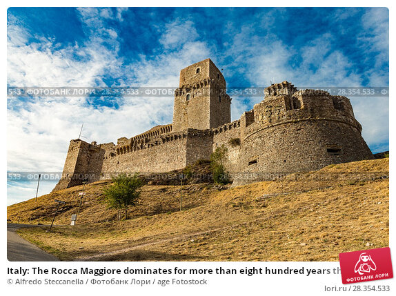 Купить «Italy: The Rocca Maggiore dominates for more than eight hundred years the citadel of Assisi and the valley of the Tescio, constituting the most valid fortification for their defense.», фото № 28354533, снято 4 сентября 2017 г. (c) age Fotostock / Фотобанк Лори