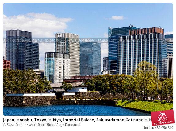 Japan, Honshu, Tokyo, Hibiya, Imperial Palace, Sakuradamon Gate and Hibiya Area Skyline. Стоковое фото, фотограф Steve Vidler / age Fotostock / Фотобанк Лори