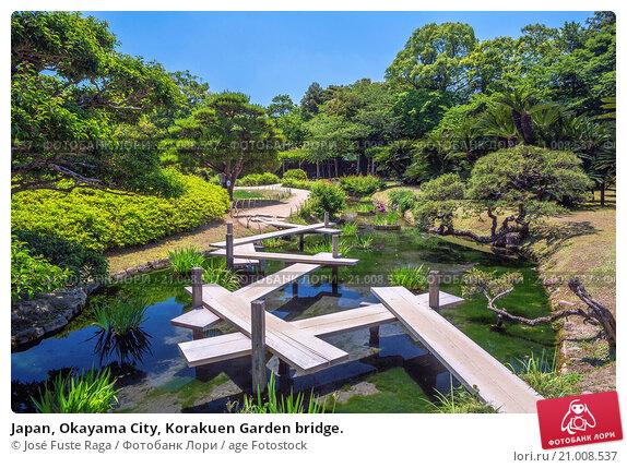 Купить «Japan, Okayama City, Korakuen Garden bridge.», фото № 21008537, снято 26 мая 2015 г. (c) age Fotostock / Фотобанк Лори