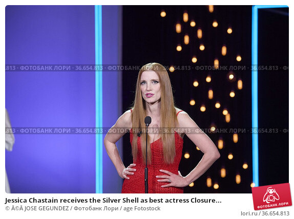 Jessica Chastain receives the Silver Shell as best actress Closure... Редакционное фото, фотограф ©JOSE GEGUNDEZ / age Fotostock / Фотобанк Лори