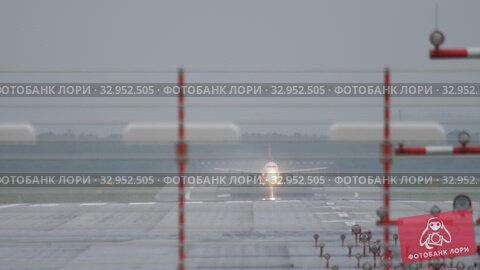 Jet airplane departure. Стоковое видео, видеограф Игорь Жоров / Фотобанк Лори