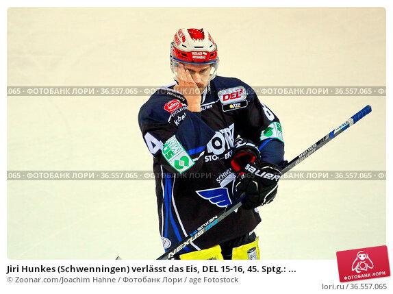 Jiri Hunkes (Schwenningen) verlässt das Eis, DEL 15-16, 45. Sptg.: ... Стоковое фото, фотограф Zoonar.com/Joachim Hahne / age Fotostock / Фотобанк Лори