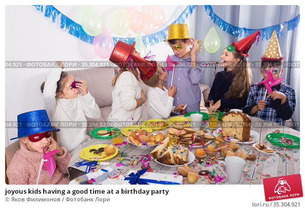 joyous kids having a good time at a birthday party. Стоковое фото, фотограф Яков Филимонов / Фотобанк Лори