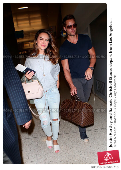 Купить «Justin Hartley and fiancée Chrishell Stause depart from Los Angeles International (LAX) Airport Featuring: Justin Hartley, Chrishell Stause Where: Los...», фото № 30585713, снято 15 июня 2017 г. (c) age Fotostock / Фотобанк Лори