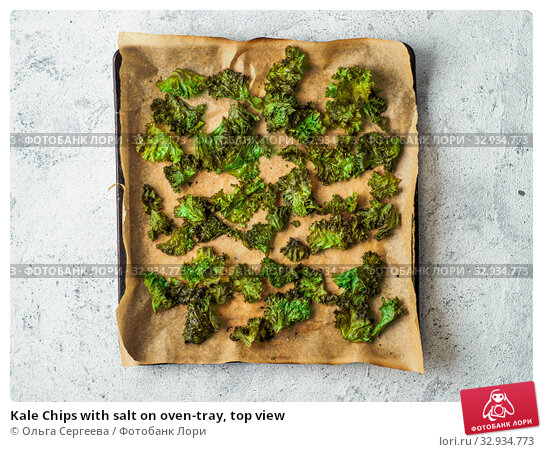 Купить «Kale Chips with salt on oven-tray, top view», фото № 32934773, снято 2 августа 2019 г. (c) Ольга Сергеева / Фотобанк Лори